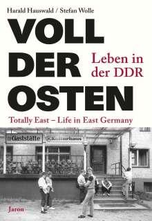 Harald Hauswald: Voll der Osten / Totally East, Buch